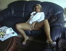 blonde milf post bote