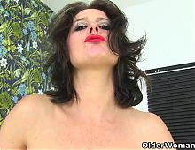 UK milf Leahs throbbing clit needs the finger treatment