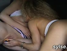 2 hitchikkers MILFS and a young man in threesome