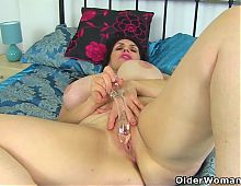 UK milf Josephine James plays with her luscious lady bits