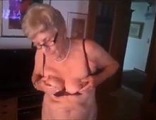 Very Mature lady gives a show