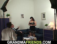Chubby old lady threesome after photosession