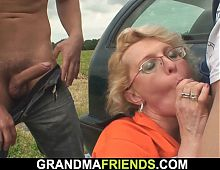 Old blonde woman double penetration in the fields