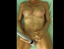 Celebrity TV Star Lisa Lister loves her Hitachi vibrator!